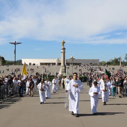 Recinto do Santuário de Fátima acolheu missa dominical em dia de Páscoa